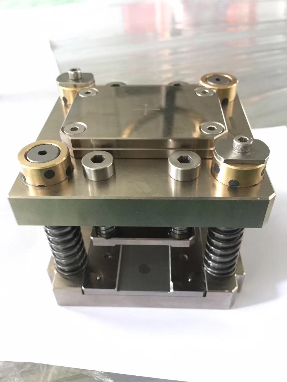 供应覆晶薄膜 COF料带邦定金型 COF金型模具