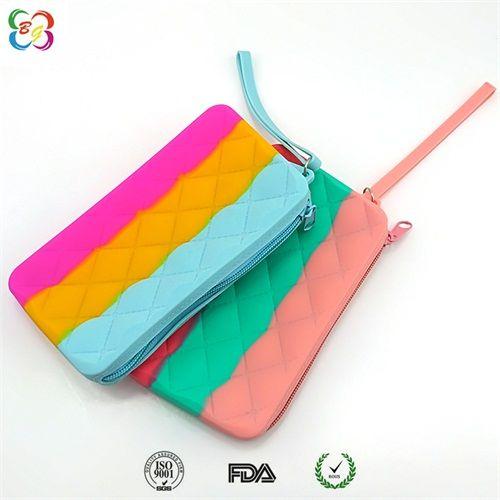 韩版女款包包厂家直销,环保防水硅胶手拿包