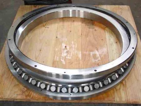 交叉圆柱滚子转盘轴承D797/124.5